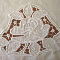 White work embroidery, leikekirjonta pannumyssy