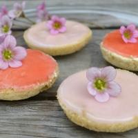 Raparperi bébéet, rhubarb buttercream pastries