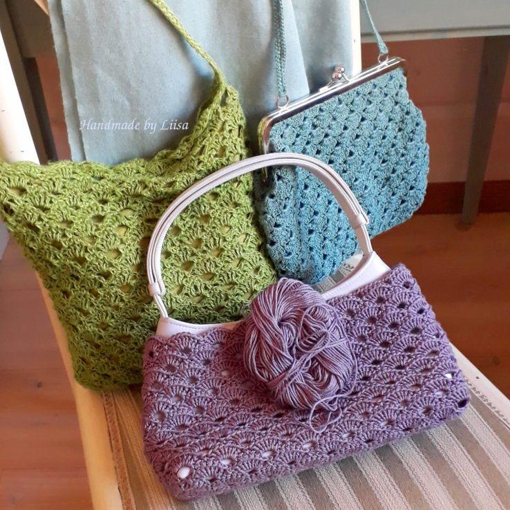Kolme laukkua