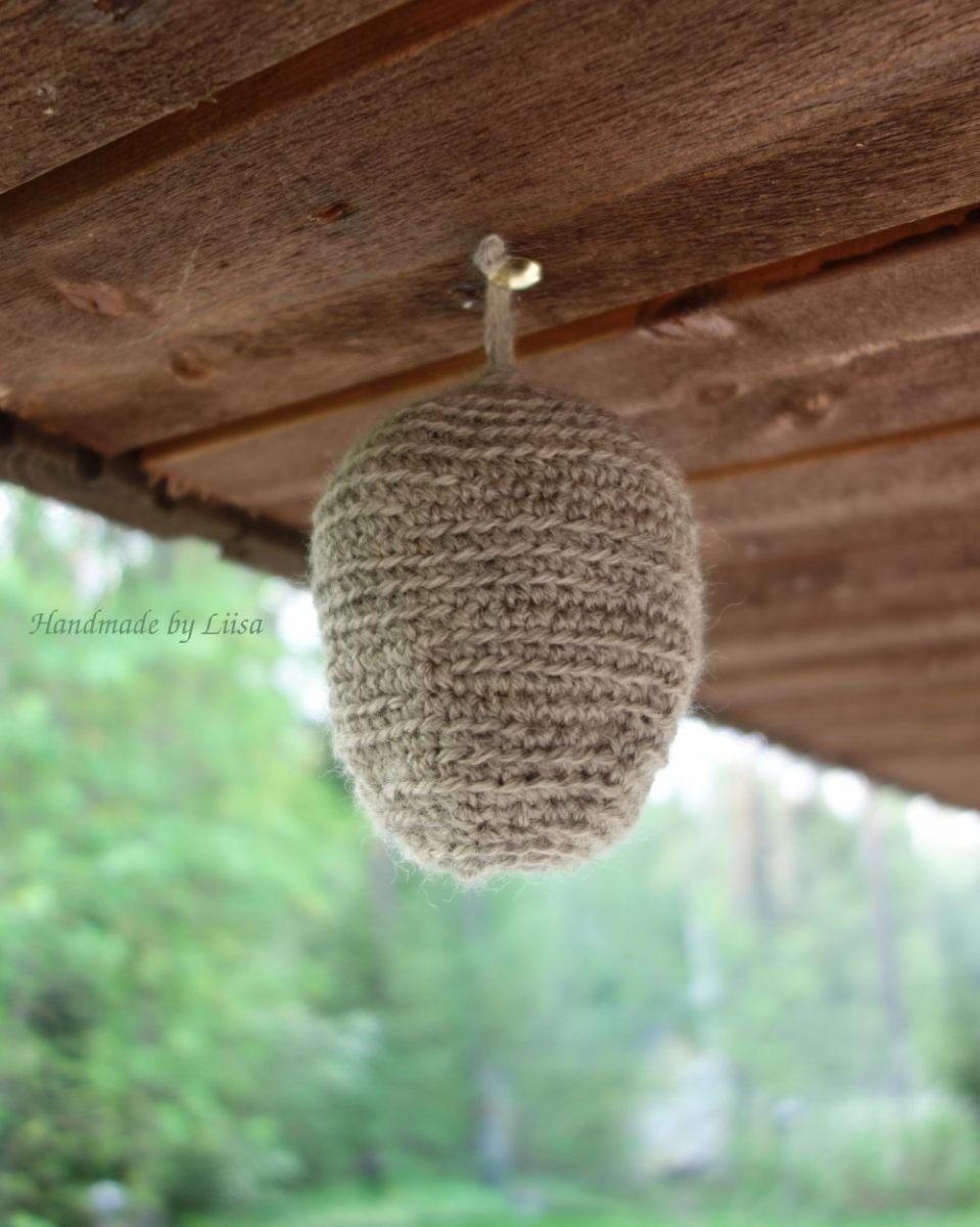 Valeampiaispesä, fake wasps nest