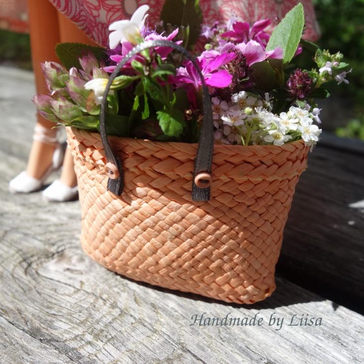 Kukat korissa